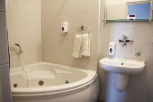 łazienka w hotelu granada