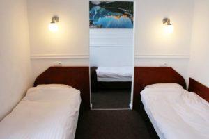 pokój dwuosobowy łóżka pojedyncze granada